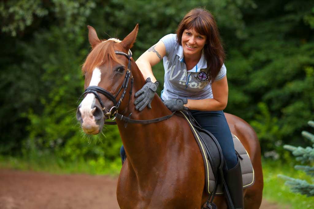 Wenn sich Pferd und Reiter vertrauen - Fotostudio Hanau dc photodesign